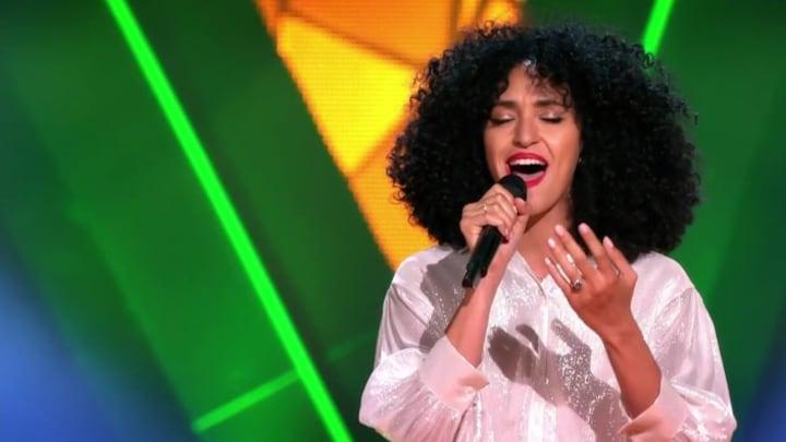 The Voice: Bekijk optreden Evelyn van den Elsen met The Power Of Love (Blind Auditions)