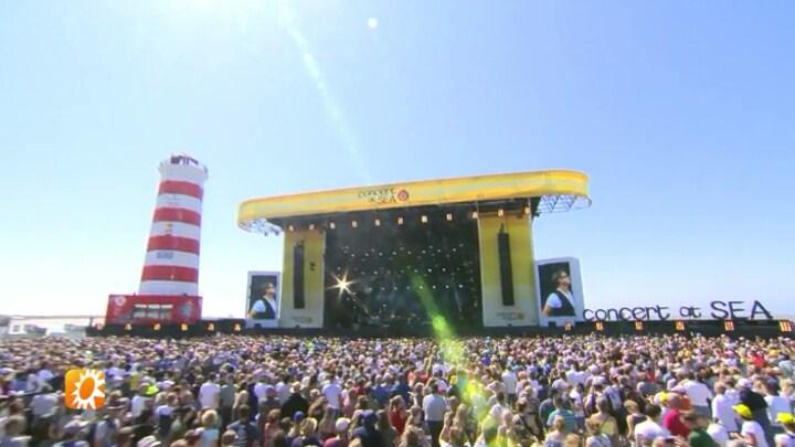 Bekijk beelden Concert At Sea met onder meer Nielson en Guus Meeuwis