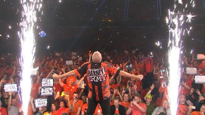 Premier League Darts in Ahoy Rotterdam: Raymond van Barneveld geniet bij opkomst
