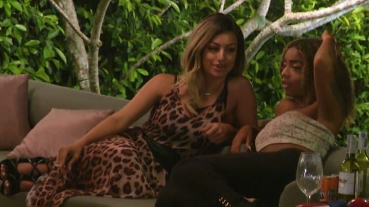 """Temptation Island-Ayleen: """"Hij kijkt alleen maar naar mijn borsten"""""""