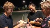 Britt: 'Ik heb met een nagelschaartje de navelstreng doorgeknipt'