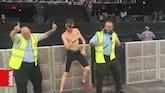 PLAY: Dansende beveiligers