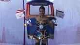 Origineel tijdens missverkiezing: tuktuk als jurk