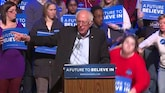 Vrouw in katzwijm bij Bernie Sanders