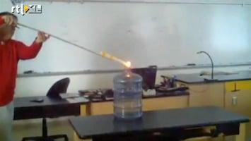 Editie NL Leraar maakt vuurbom