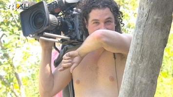 Expeditie Robinson - Een Kokhalzende Cameraman Tijdens De Eetproef