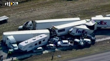 RTL Nieuws Megakettingbotsing in Texas: 80 voertuigen op elkaar