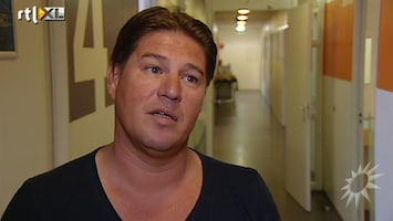 RTL Boulevard Martijn geeft rondleiding tijdens de repetities liveshow X Factor