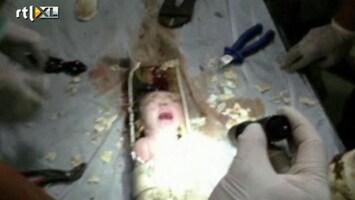 RTL Nieuws Chinezen vinden levende baby in afvoerpijp