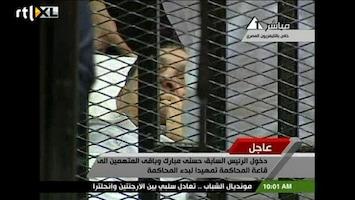 RTL Nieuws Mubarak vanuit een kooi voor de rechter