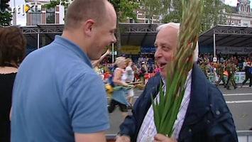 RTL Nieuws Gladiolen voor toiletvrijwilliger Vierdaagse