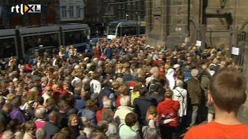 RTL Nieuws Enorme drukte bij de Nieuwe Kerk