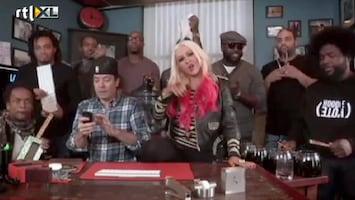 Editie NL Christina Aguilera gaat los in kantoor