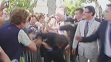 RTL Nieuws Man valt Sarkozy aan