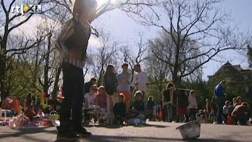 RTL Nieuws Verkopertjes slaan hun slag in Vondelpark