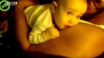Editie NL Baby gek op borsten