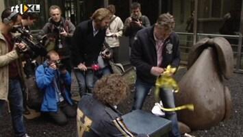 RTL Nieuws Boze fotograaf grijpt Rutger Castricum in kruis