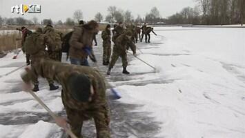 RTL Nieuws Militairen vegen route sneeuwvrij