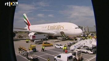 RTL Nieuws Grootste vliegtuig ter wereld vliegt op Schiphol