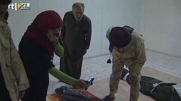 RTL Nieuws Khadaffi begraven in de woestijn