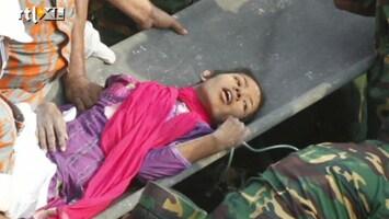 RTL Nieuws Vrouw na 17 dagen levend uit puin Bangladesh gehaald