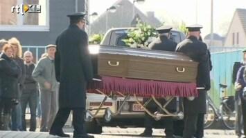 RTL Nieuws Eerste slachtoffer busramp begraven