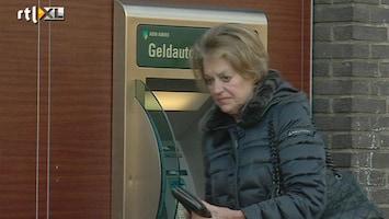 RTL Nieuws Overvallers bij automaten ABN Amro live in beeld bij politie