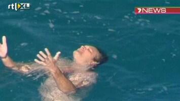 RTL Nieuws Man wordt net uit de kaken van een haai gered