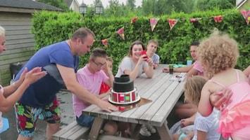 Wéér taart bij de familie Bauer, Christiaan is jarig!