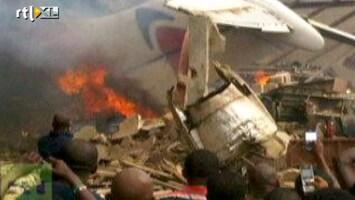 RTL Nieuws Vliegtuig crasht op woonwijk in Nigeria