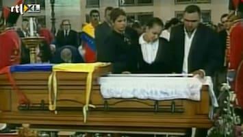 RTL Nieuws Duizende trekken langs opgebaarde Chávez