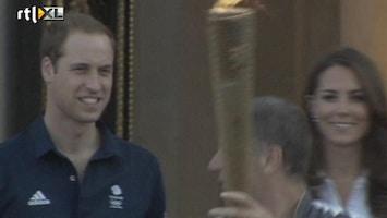 RTL Nieuws Olympische fakkel langs bij Buckingham Palace