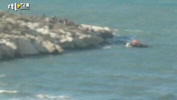 RTL Nieuws Illegalen zwemmen naar Spaans eiland