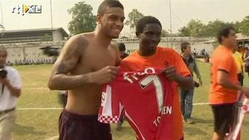 RTL Nieuws PSV speelt potje voetbal tegen Thaise gevangenen