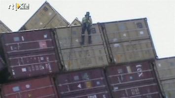 RTL Nieuws Eerste containers Rena weggetakeld