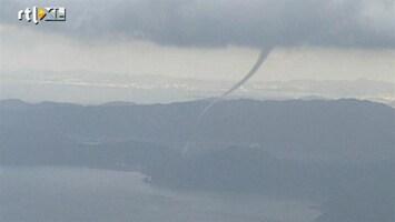 RTL Nieuws Spectaculaire beelden van tornado in Japan