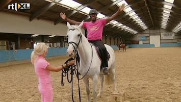Britt & Ymke En Het Mysterie Van ... Doodsbange John Williams gaat toch paardrijden