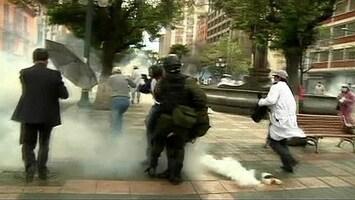 RTL Nieuws Verplegers op de vuist met oproerpolitie