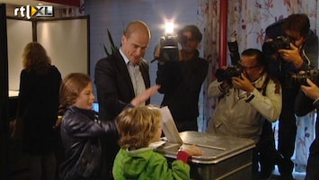RTL Nieuws Diederik Samsom stemt met gezin