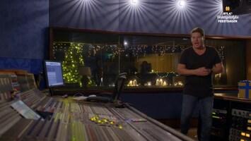 RTL 4's Onvergetelijke Feestdagen Martijn Krabbé laat Moniek nummer met haar grote held Tino Martin zingen