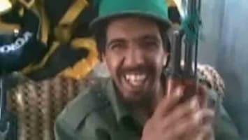 RTL Nieuws Uniek beeld van Khadaffi-troepen