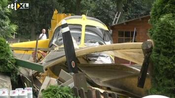 RTL Nieuws Vliegtuigje stort neer op schuur