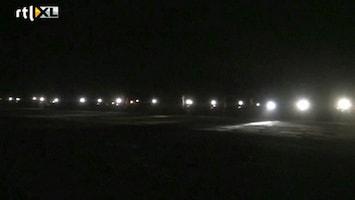RTL Nieuws Auto's en brommers helpen vliegtuig op te stijgen