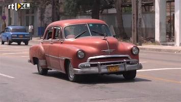 RTL Nieuws Oldtimerliefhebbers kijken smachtend naar Cuba