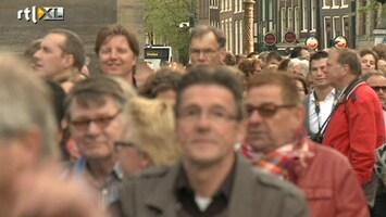 RTL Nieuws Duizenden mensen in de rij voor de Nieuwe Kerk