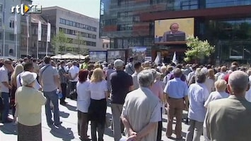 RTL Nieuws Bosniërs volgen proces-Mladic op tv-scherm