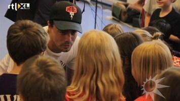 RTL Boulevard Dinand Woesthoff zingt met kinderen