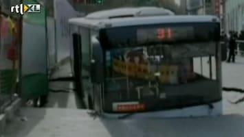 RTL Nieuws Bus rijdt ondergronds metrostation in