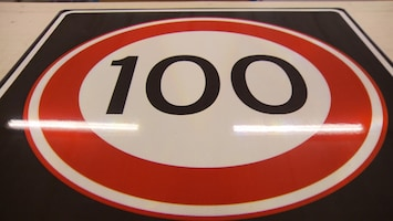 stikstof 100 120 130 kilomter per uur verkeersbord borden maximum