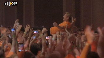 RTL Nieuws Medaillewinnaars crowdsurfen in HHH
